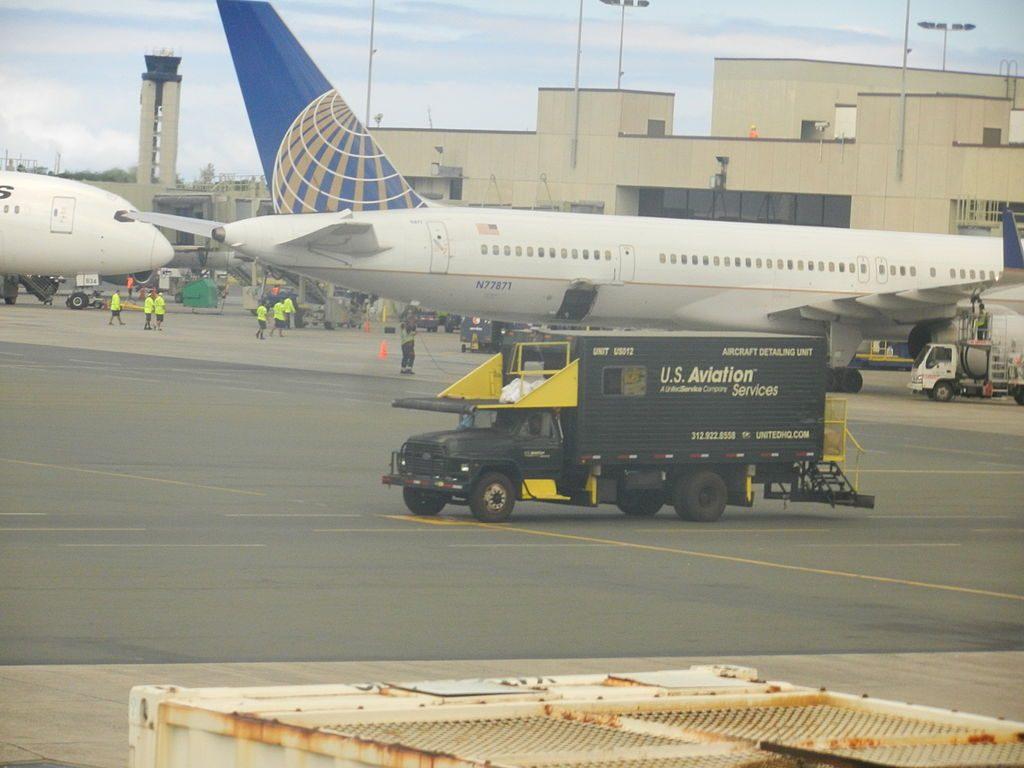 United Airlines Aircraft Fleet ex Continental N77871 Boeing 757 33N cnserial number 335261032 at Honolulu International Airport HNLPHNL