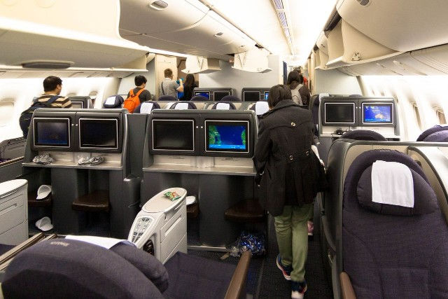 United Airlines Fleet Widebody Aircraft Boeing 777 200 Business class arrangement cabin