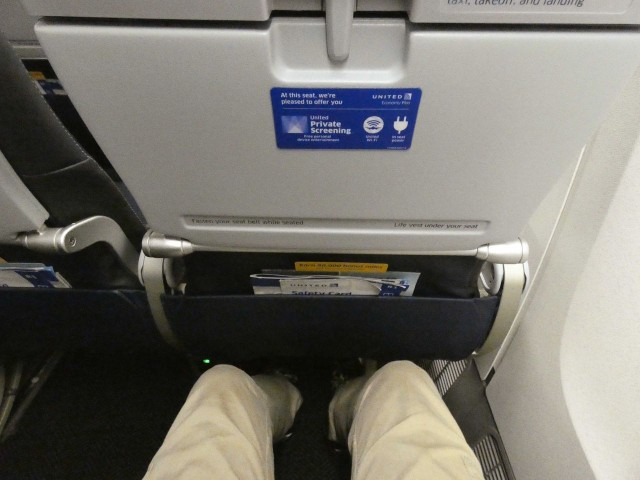 United Airlines Fleet Widebody Aircraft Boeing 777 200 Economy Class cabin seats pitch legroom photos