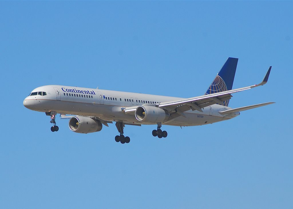 United Airlines Fleet (ex-Continental Micronesia) N17139 Boeing 757-224 cn:serial number- 30352:911 on final approach at LAX