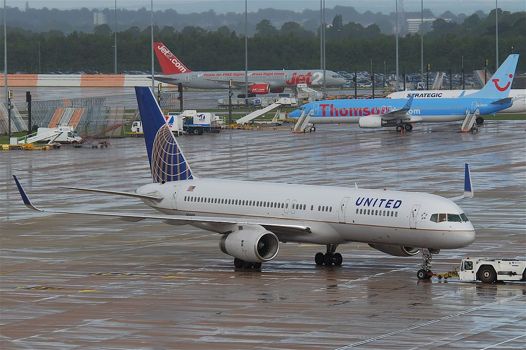 United Airlines Fleet (ex-Continental) N14102 Boeing 757-224 cn:serial number- 27292:619 takeoff and landing at Manchester Airport (IATA- MAN, ICAO- EGCC)