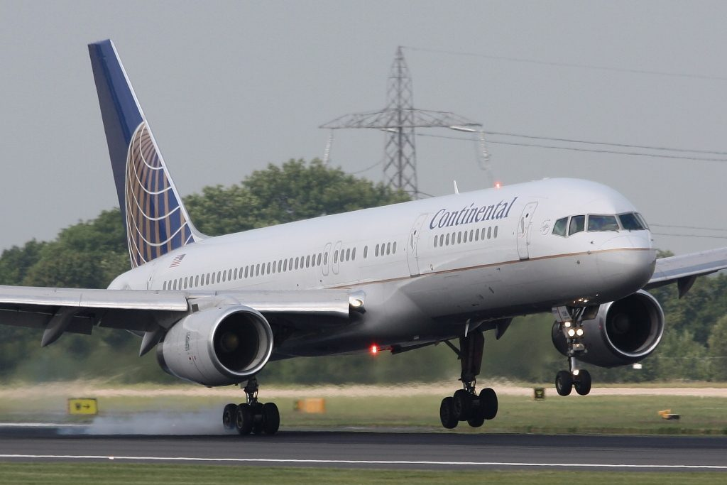 United Airlines Fleet (ex-Continental) N19136 Boeing 757-224 cn:serial number- 29285:856 Landing on Manchester's 05R on 26.6.09