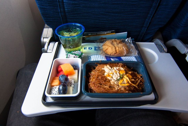 United Airlines Widebody Aircraft Boeing 777 200 regular economy class cabin inflight amenities meal services noodles fruit and cookie