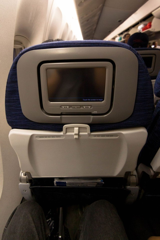 United Airlines Widebody Aircraft Boeing 777 200 regular economy class cabin with decent seats pitch legroom