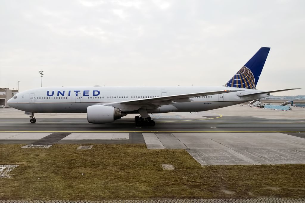 United Airlines Widebody Aircraft Fleet N204UA Boeing 777 222ER cnserial number 28713191