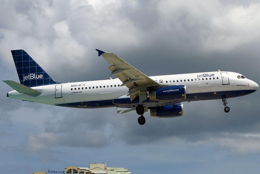 Airbus A320 232 JetBlue Airways N662JB Glad to Be Blue at Philipsburg St. Maarten Princess Juliana SXM TNCM