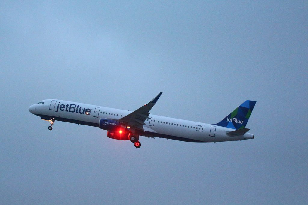 Airbus A321 200 JetBlue Airways Fleet N975JT Cest la Blue delivery flight from Hamburg