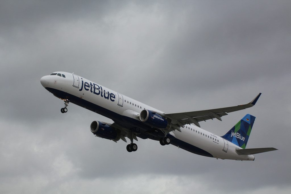 Airbus A321 200 JetBlue Airways Fleet N978JB Menta Azul Aircraft Photos