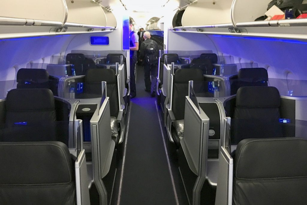 Airbus A321 200 JetBlue Airways Mint cabin has a total of five rows