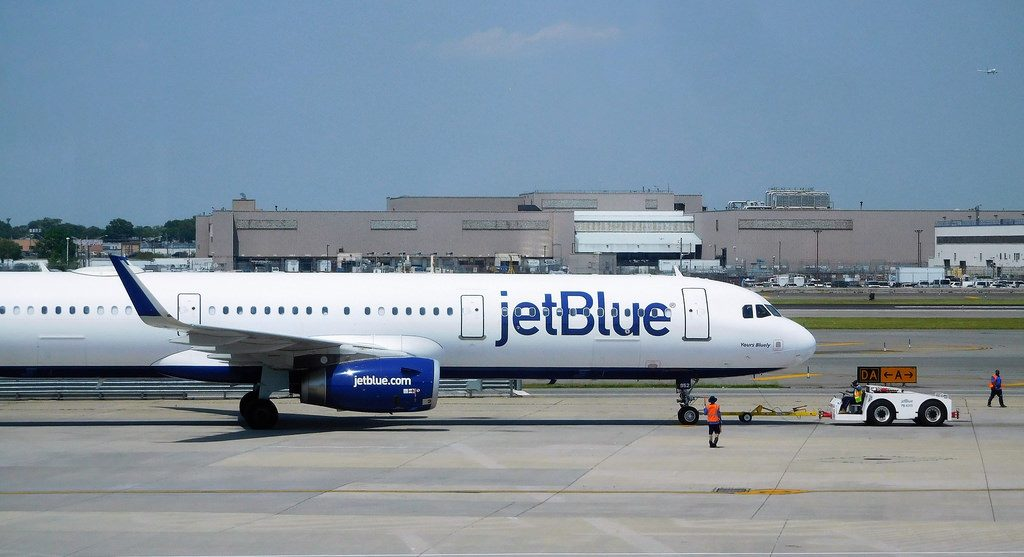 Airbus A321 231 JetBlue Airways N952JB Yours Bluety Aircraft Pushed Back Photos