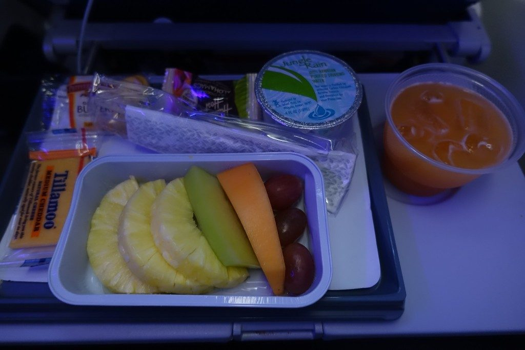 Airbus-A330-200-Hawaiian-Airlines-Extra-Comfort-Class-Cabin-Services-Inflight-Breakfast-tasty-fruit-and-cheese-and-crackers