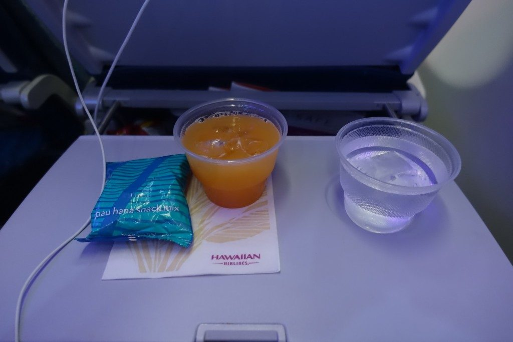 Airbus-A330-200-Hawaiian-Airlines-Extra-Comfort-Class-Cabin-Services-Snack-and-Beverages