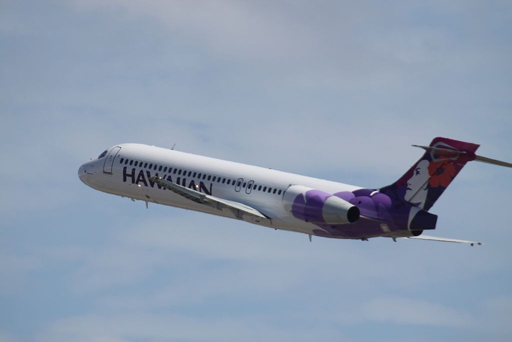 Boeing 717 200 Hawaiian Airlines Fleet N478HA Amakihi landing and takeoff at HNL Honolulu International Airport