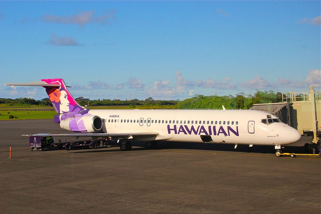 Boeing 717 26R cnserial number 550025003 N489HA Poouli Hawaiian Airlines Fleet at Hilo International Airports jetway