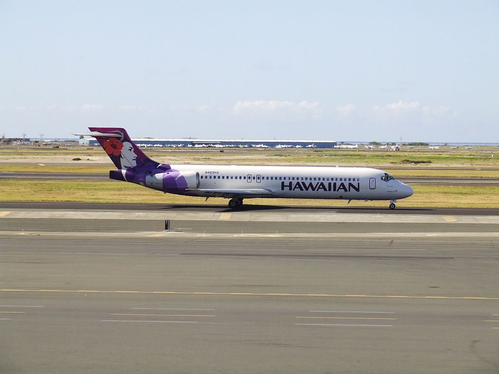 Boeing 717 26R cnserial number 550025003 N489HA Poouli Hawaiian Airlines Fleet gaining speed for takeoff at HNL