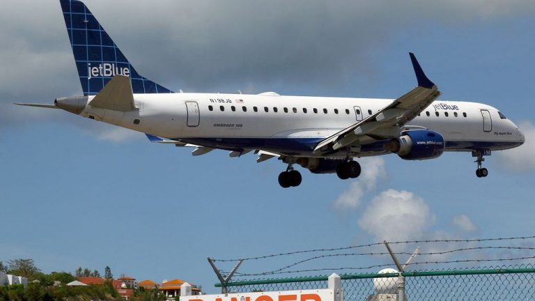 Embraer ERJ 190 100IGW 190AR JetBlue Airways N198JB Blue 4 U at St. Maarten Princess Juliana SXM TNCM