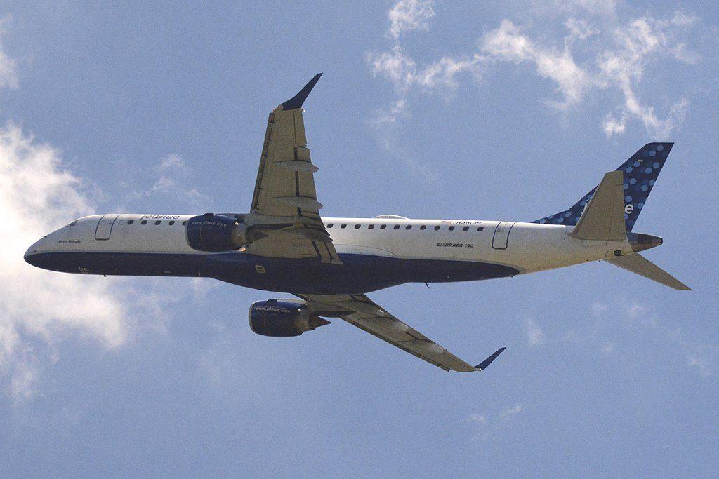 Embraer ERJ 190 100IGW 190AR JetBlue Airways N316JB Usto Schultz taking off from Ronald Reagan Washington National Airport