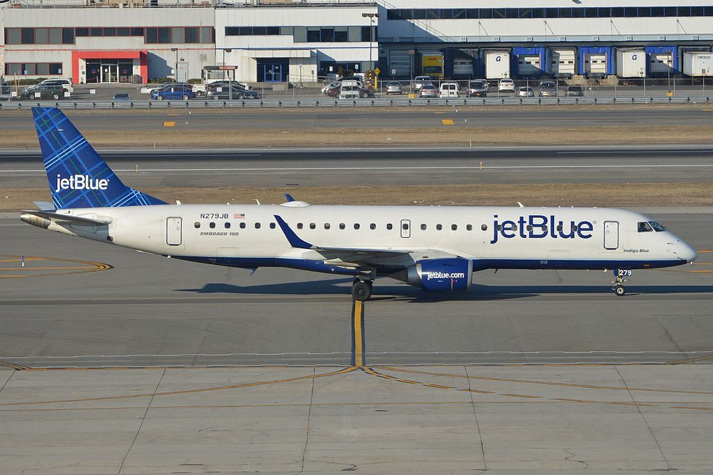 Embraer ERJ190 100IGW N279JB jetBlue Airways Indigo Blue taxiing in after arriving on flight JBU422 from Nassau at JFK Airport