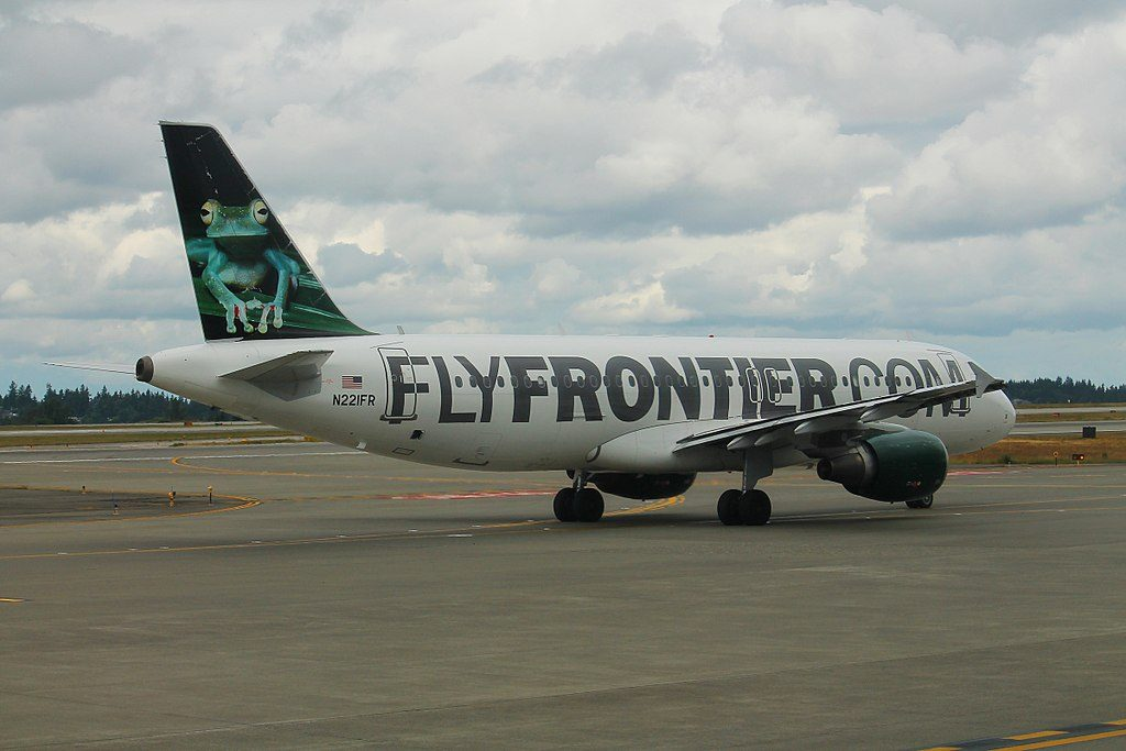 Frontier Airlines Airbus A320 200 N221FR Bugsy the Tree Frog at Seattle–Tacoma International Airport