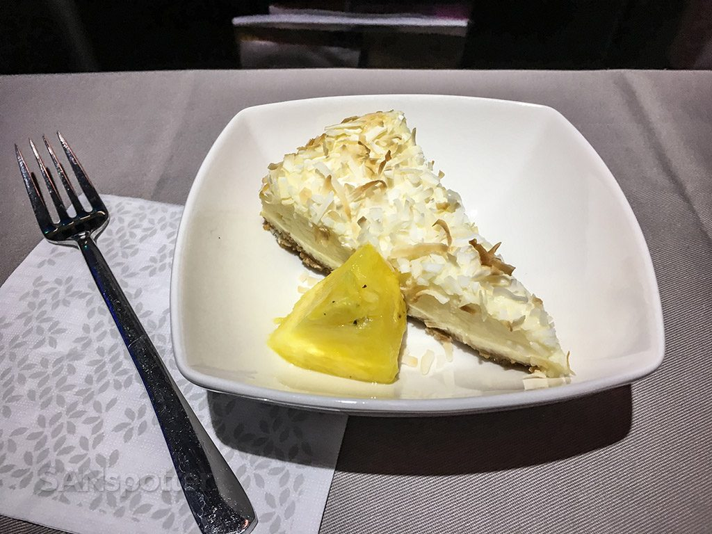 Hawaiian Airlines Aircraft Fleet Airbus A321neo First Class Cabin Inflight Services Coconut and pineapple flavored pie for dessert @SANspotter