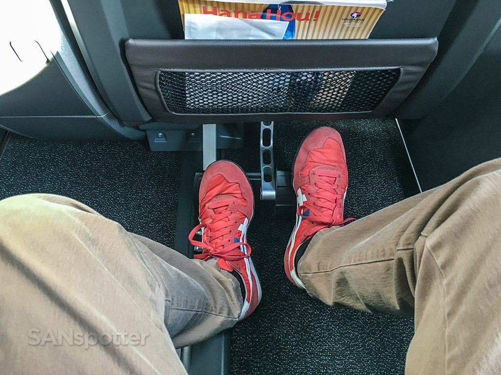 Hawaiian Airlines Aircraft Fleet Airbus A321neo First Class Cabin Seats Legroom with foot rest photos @SANspotter