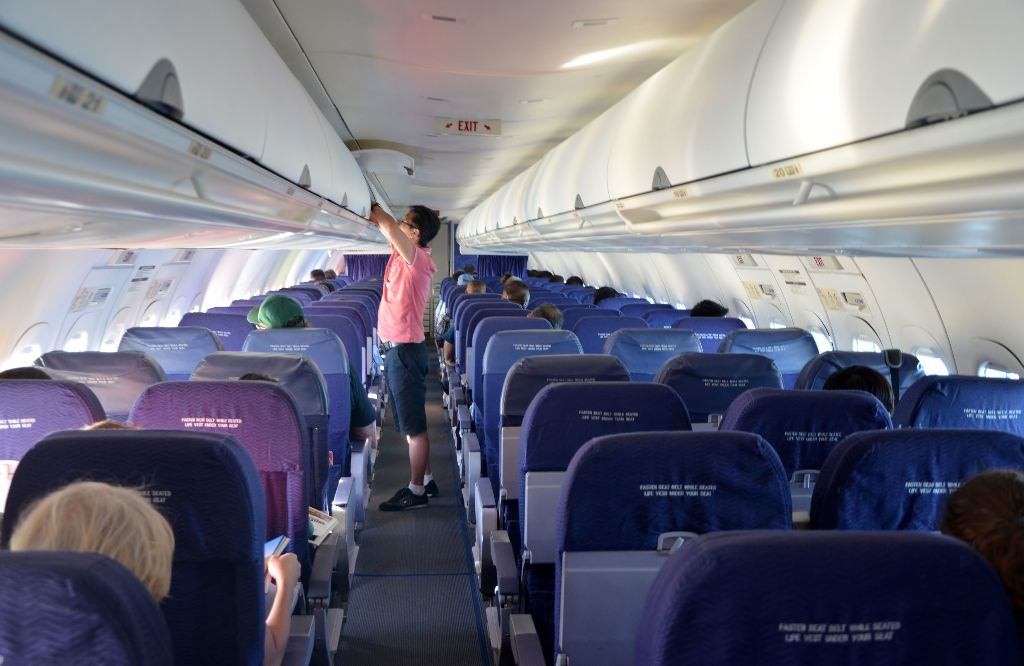 Hawaiian Airlines Boeing 717 200 economy class cabin inflight photos