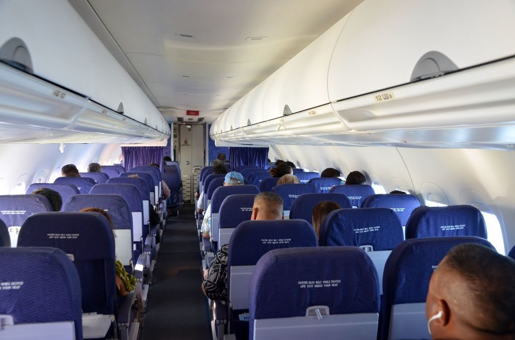 Hawaiian Airlines Boeing 717 200 economy class cabin interior and seats 2 3 layout configuration photos