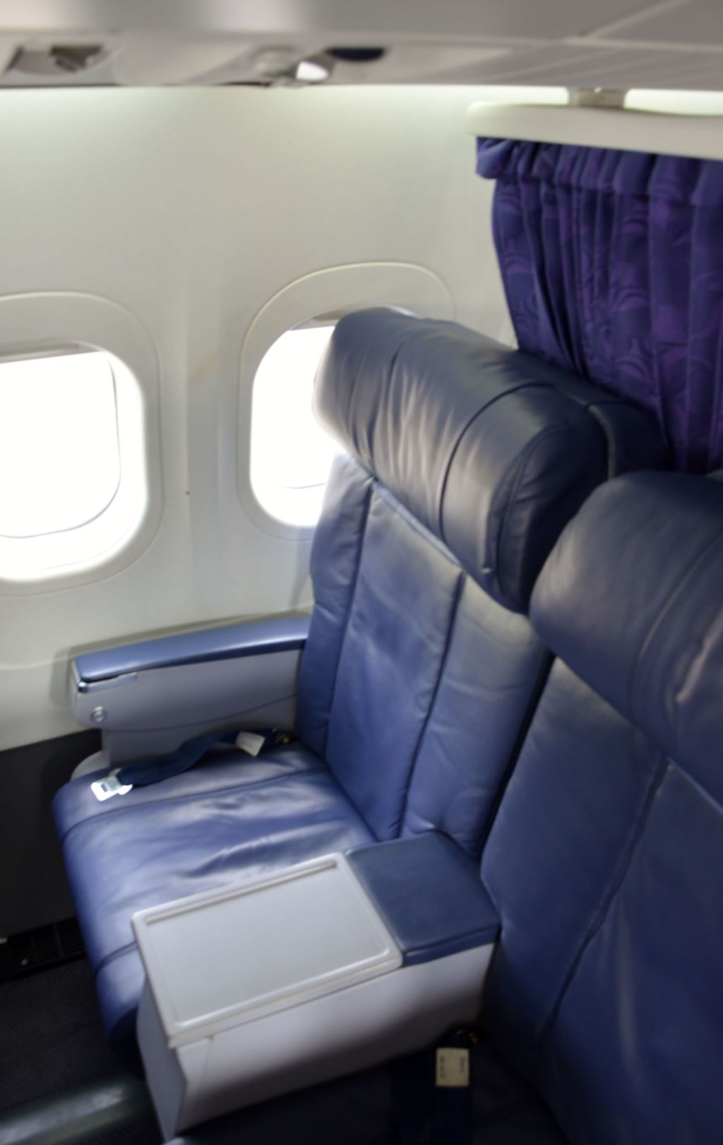 Hawaiian Airlines Boeing 717 200 first class cabin seats photos
