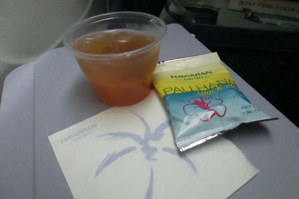 Hawaiian Airlines Boeing 717 200 first class snacks and drinks services