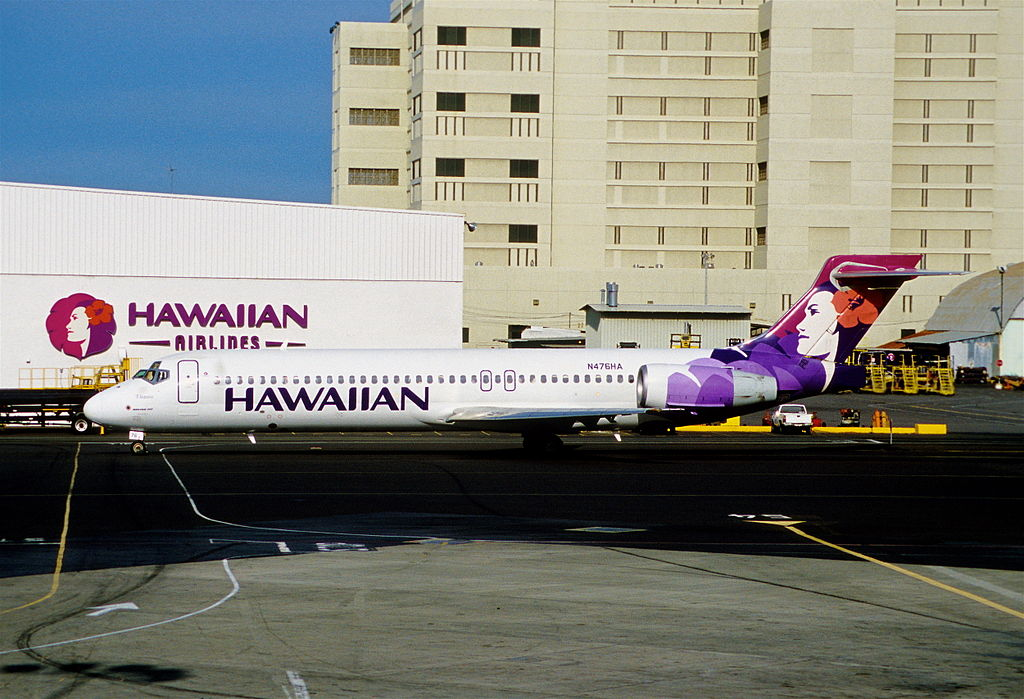 Hawaiian Airlines Boeing 717 22A N476HA Elepaio at HNL Honolulu International Airport