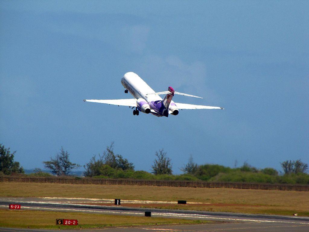 Hawaiian Airlines Boeing 717 22A N485HA Palila departing Kahului Airport