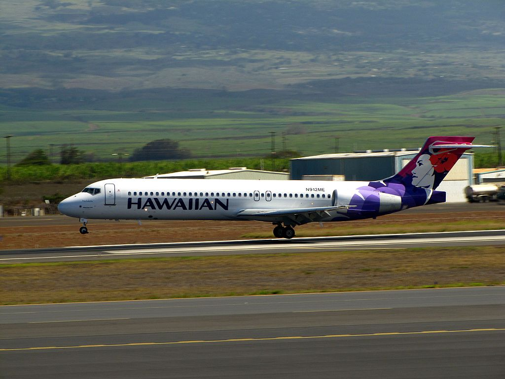 Hawaiian Airlines Boeing 717 2BL N491HA Akohekohe landing at Kahului Airport