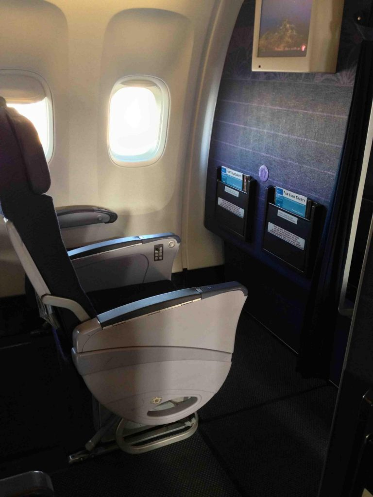 Hawaiian Airlines Boeing 767 300ER Bulkhead seats pitch legroom