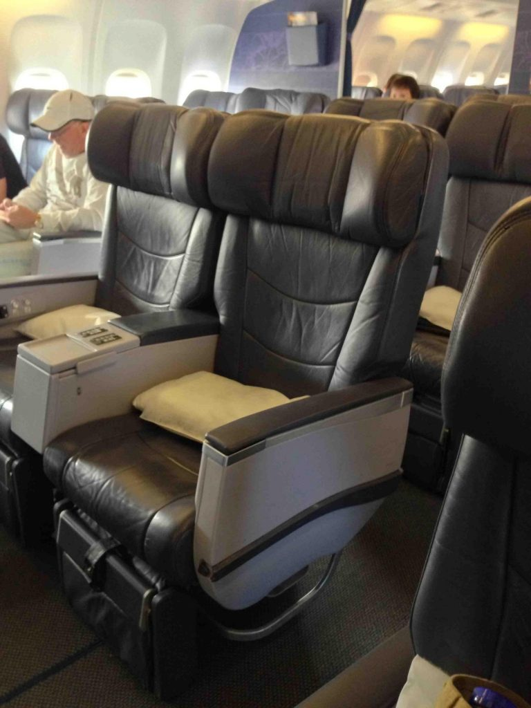 Hawaiian Airlines Boeing 767 300ER First Class Cabin Configuration and Seats layout photos