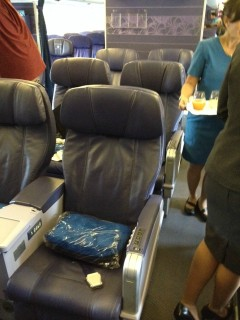 Hawaiian Airlines Boeing 767 300ER First Class Cabin interior middle seats C and G row 1 2 and 3