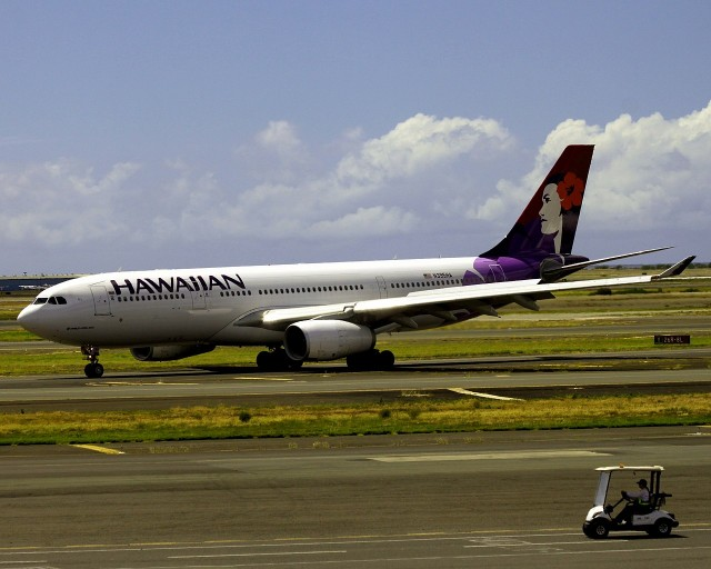 Hawaiian-Airlines-Widebody-Aircraft-Fleet-Airbus-A330-243-N395HA-Aa-taxiing-at-Honolulu-International-Airport-Hawaii
