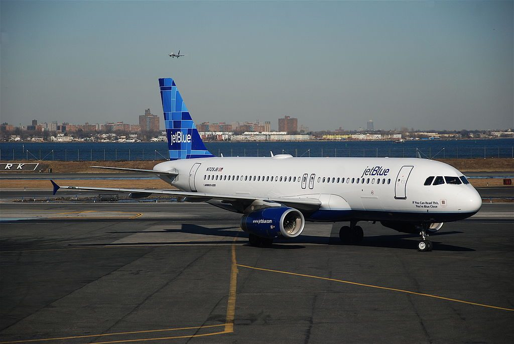 JetBlue Airbus A320 200 N729JB If You Can Read This Youre Blue Close at LGA LaGuardia Airport