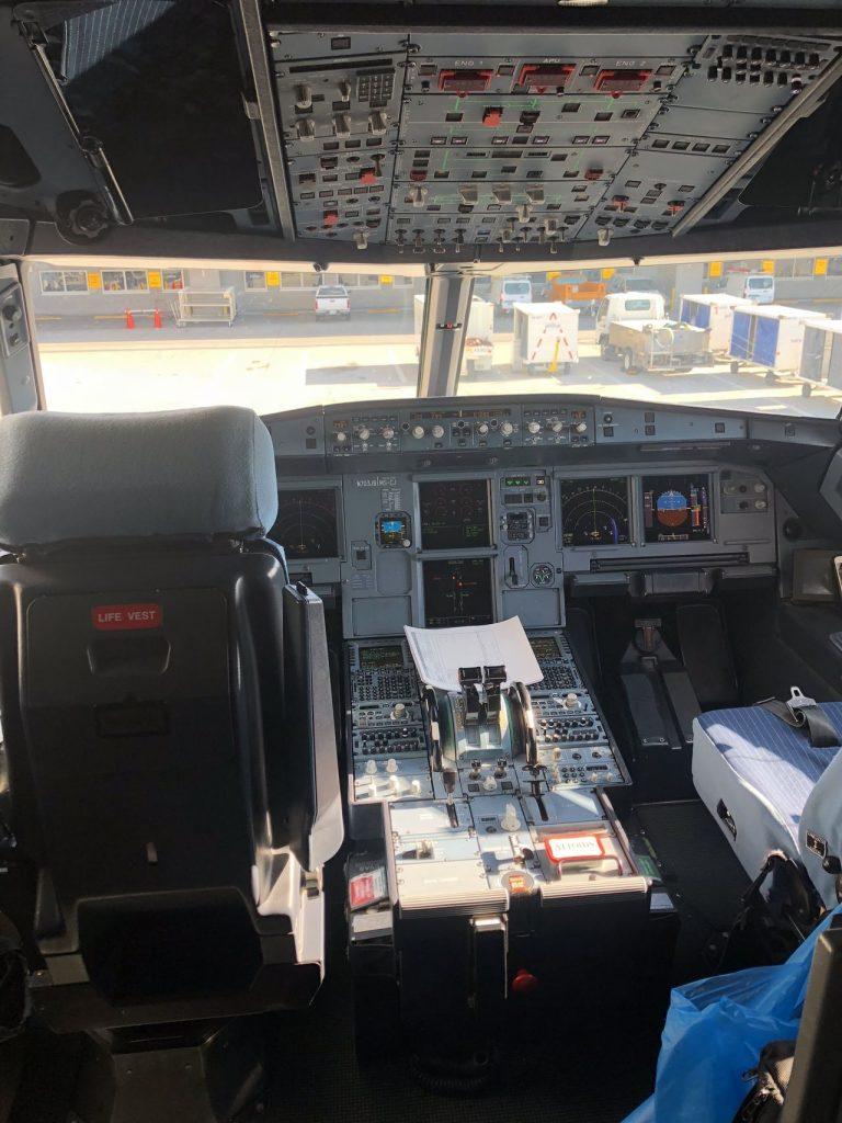 JetBlue Airways Airbus A320 200 Cockpit View Photos