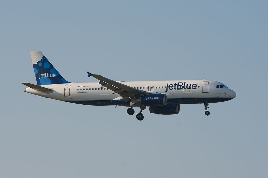 JetBlue Airways Airbus A320 200 N571JB Blue Monday morning arrival at Chicago OHare ORD