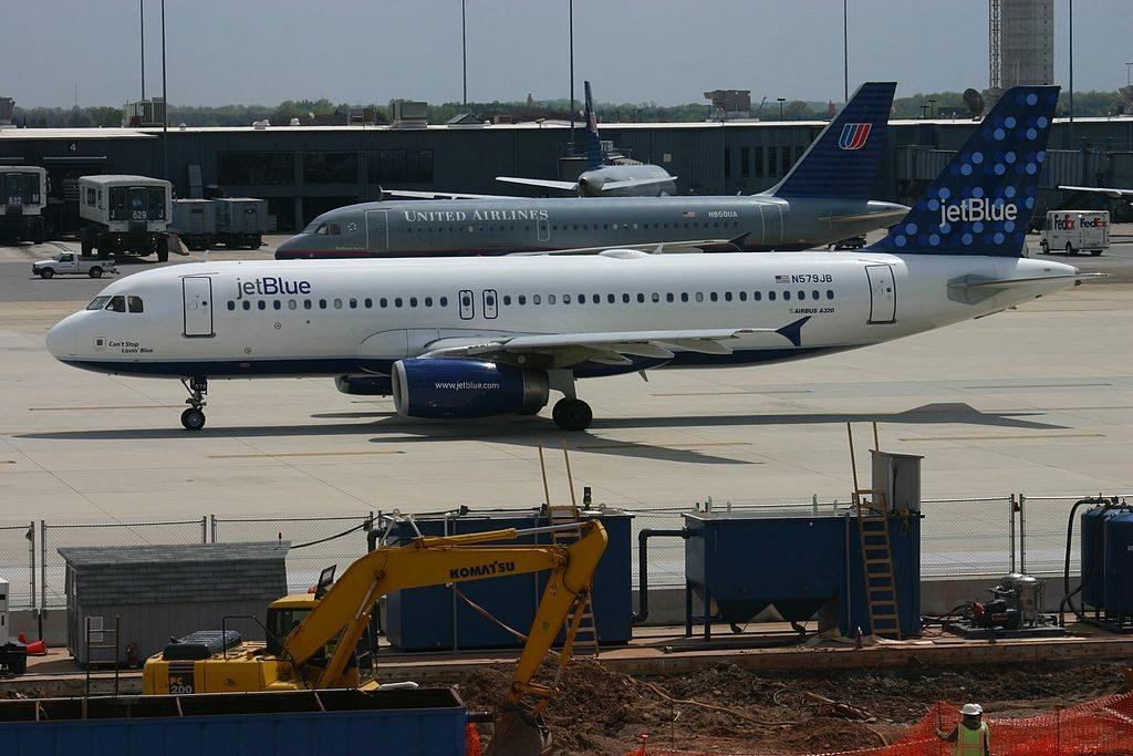 JetBlue Airways Airbus A320 200 N579JB Can't Stop Lovin' Blue at Washington Dulles International