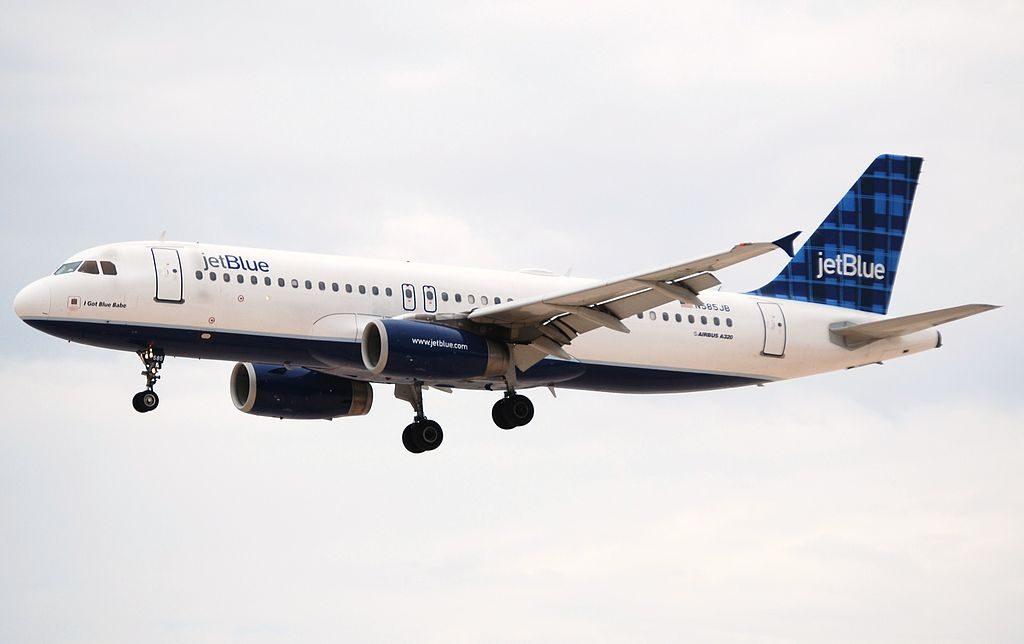 JetBlue Airways Airbus A320 200 N585JB I Got Blue Babe at McCarran International Airport