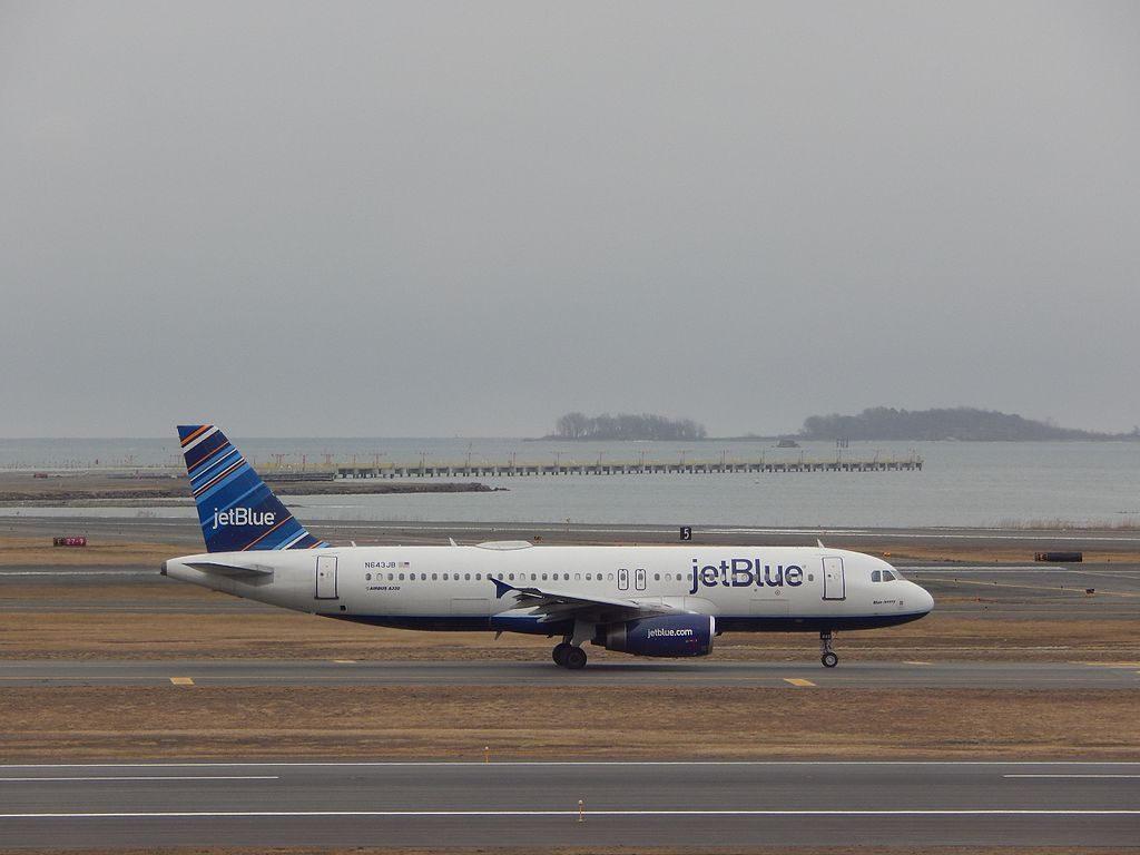 JetBlue Airways Airbus A320 200 N643JB Blue Jersey at BOS Logan International Airport