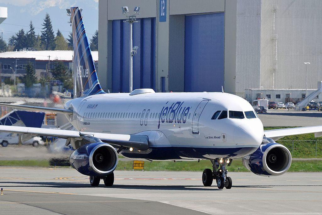 JetBlue Airways Airbus A320 232 N589JB Blue Skies Ahead at Paine Field Airport