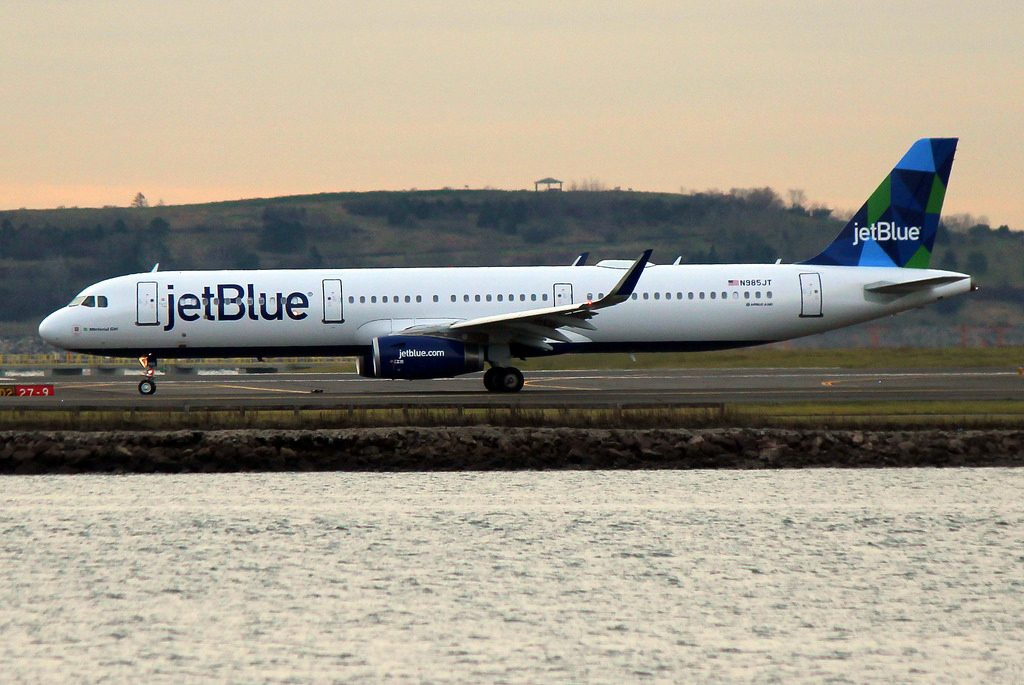 JetBlue Airways Airbus A321 231 N985JT Minterial Girl heading down to Aruba at KBOS Logan