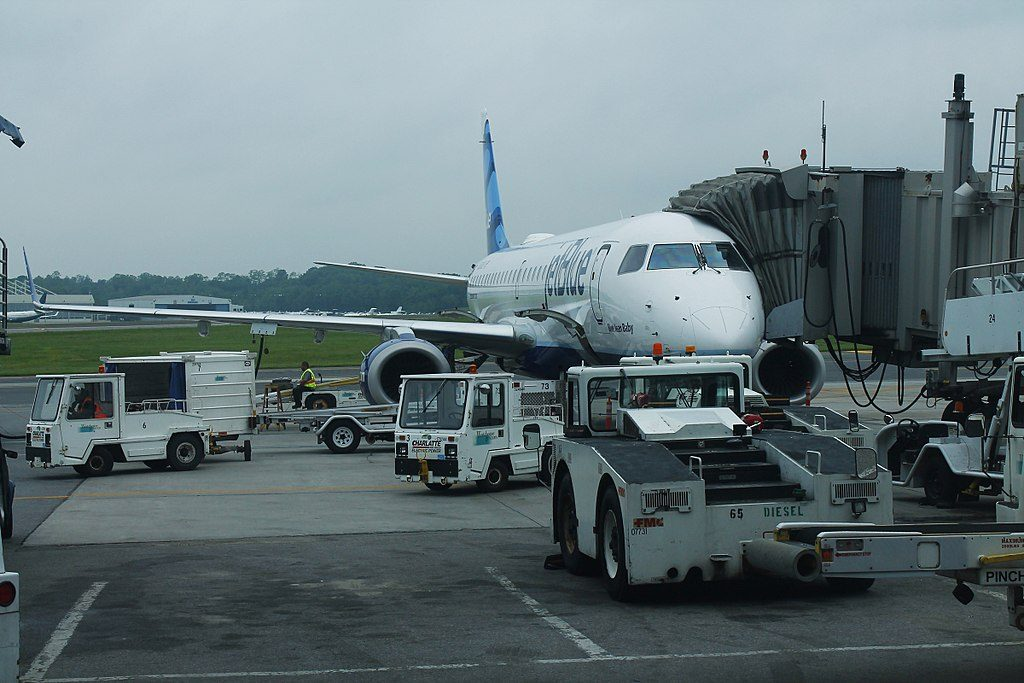 JetBlue Airways Embraer ERJ190 N318JB Blue Jean Baby at Westchester County White Plains Airport