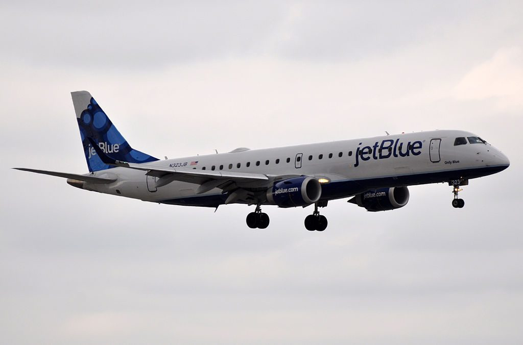 JetBlue Airways Embraer ERJ190 N323JB Only Blue on final at Fort Lauderdale – Hollywood International Airport