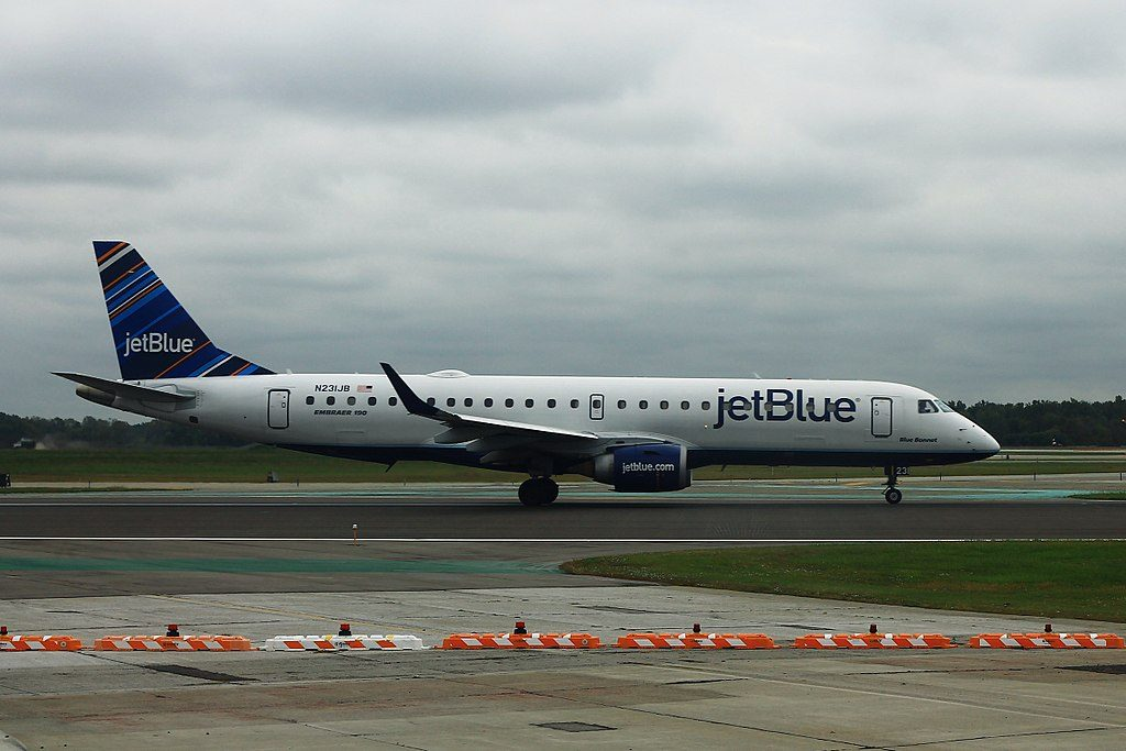 JetBlue Airways N231JB Blue Bonnet Embraer ERJ 190 at Detroit Metropolitan Wayne County Airport