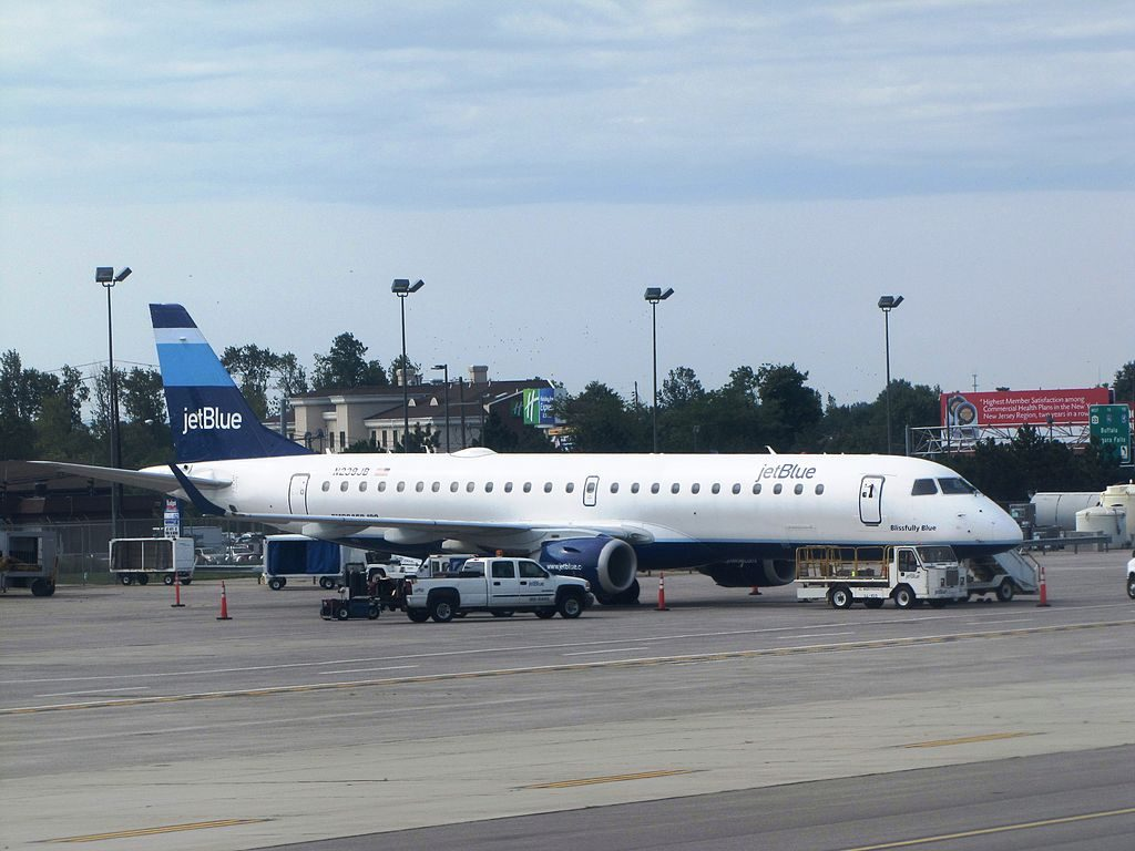 JetBlue Airways N239JB Blissfully Blue Embraer ERJ 190 at Buffalo Niagara International Airport