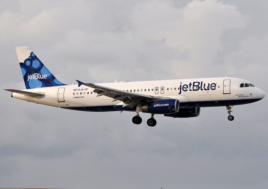 JetBlue Airways N570JB Airbus A320 232 Devil with a Blue Dress On short final at Fort Lauderdale – Hollywood International Airport
