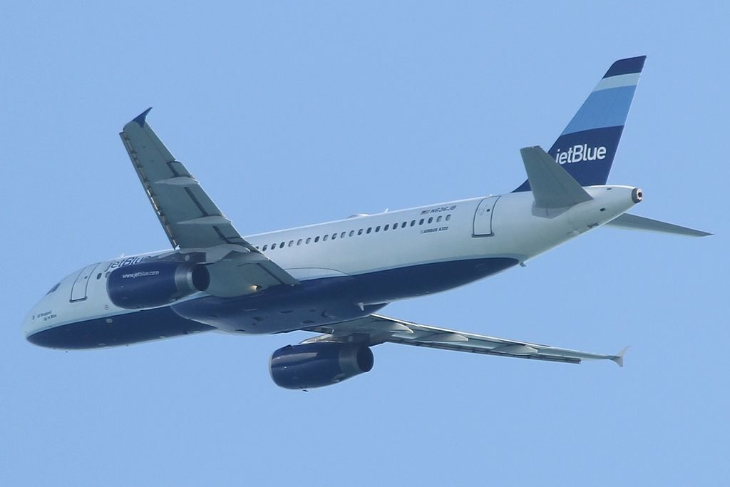 JetBlue Airways N636JB All Wrapped Up In Blue Airbus A320 232 take off at Fort Lauderdale Hollywood International Airport FLL